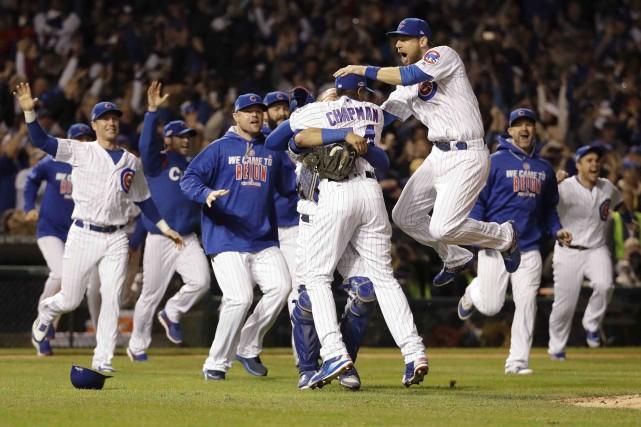 Les Cubs de Chicago ont défait les Dodgers... (AP, David J. Phillip)