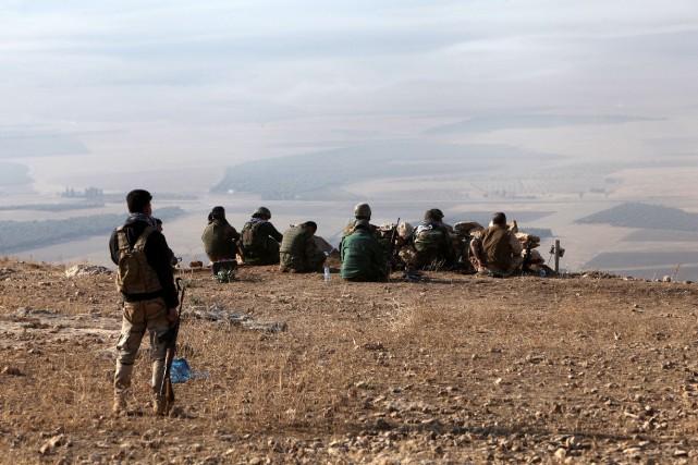 Des soldatspeshmergas.... (PHOTO AZAD LASHKARI, REUTERS)
