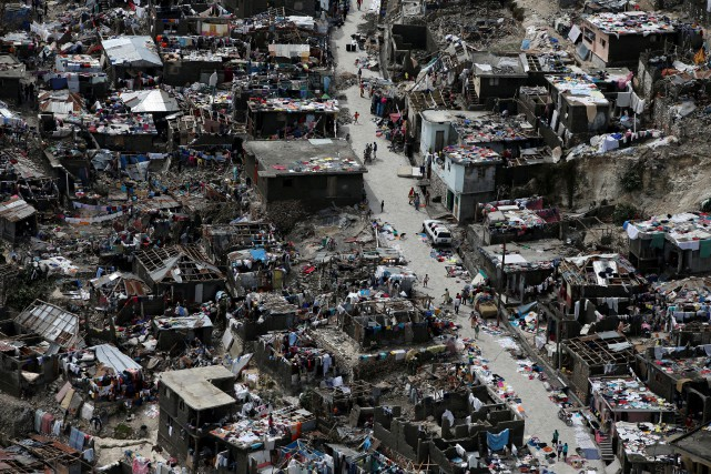 La ville dévastée de Jérémie.... (PHOTO CARLOS GARCIA RAWLIN, ARCHIVES REUTERS)