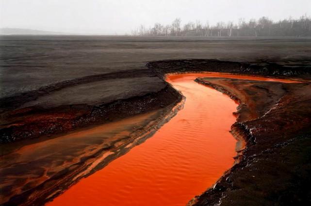 Les dommages causés par l'exploitation du nickel à... (Edward Burtynsky)