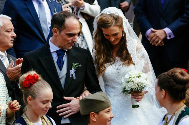 Le prince Mihajlo Karadjordjevic s'est marié religeusement dimanche à l'église... (PHOTO AFP)
