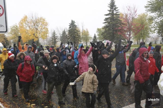 Près de 400 personnes ont participé à la... (Catherine Trudeau, La Voix de l'Est)