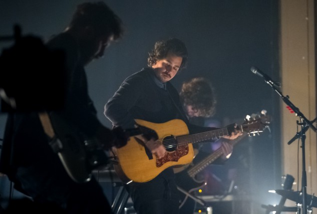 Le chanteur Matt Holubowski a attiré 500 personnes,... (Spectre média, Maxime Picard)
