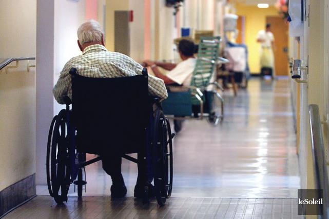 La maltraitance envers les aînés, on la voit... (Photo archives Le Soleil, Jean-Marie Villeneuve)
