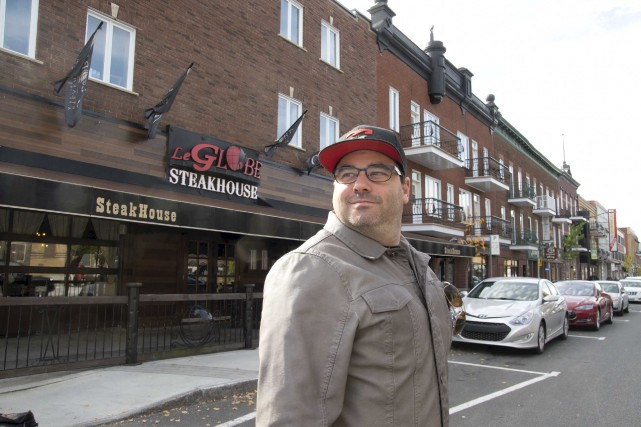Jimmy Sanscartier, propriétaire du restaurant Le Globe, compare... (Sylvain Mayer)