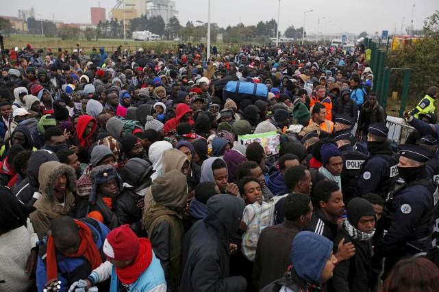 Malgré quelques bousculades et altercations, l'évacuation de la... (AP, Emilio Morenatti)