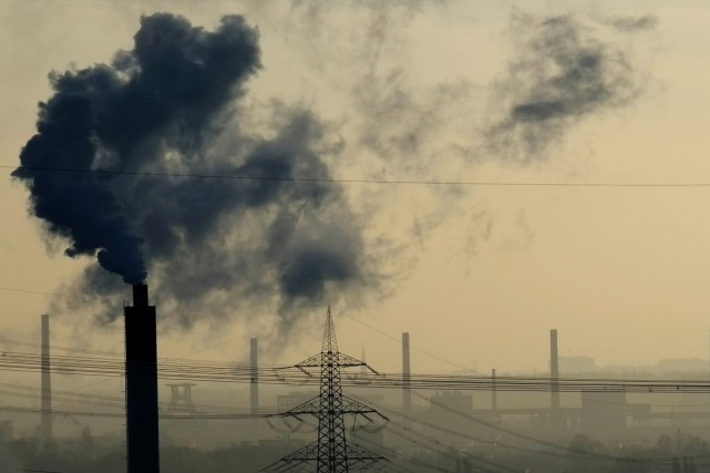 En 2015, les émissions de CO2 ont enregistré... (photo PATRIK STOLLARZ, archives AFP)