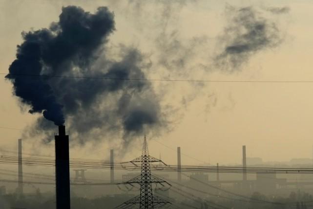 Et si les émissions de dioxyde de carbone pouvaient être transformées pour en... (photo PATRIK STOLLARZ, archives AFP)