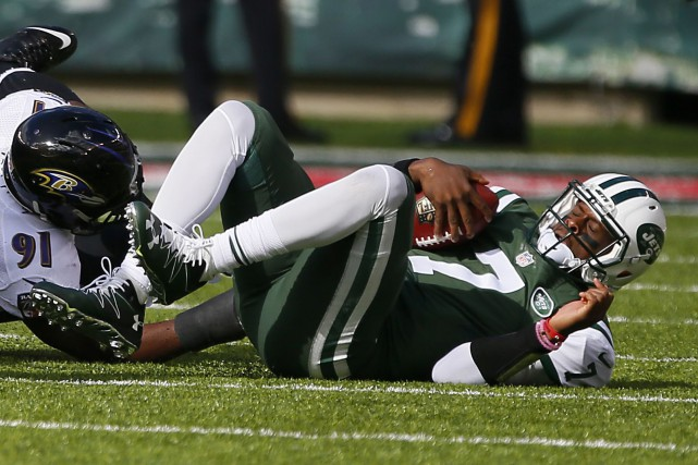 Geno Smith (7) s'est blessé au genou quand il... (Photo Noah K. Murray, USA Today Sports)