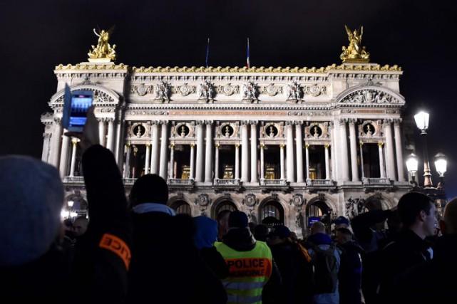 Plusieurs centaines de policiers en civil se sont... (PHOTO AFP)