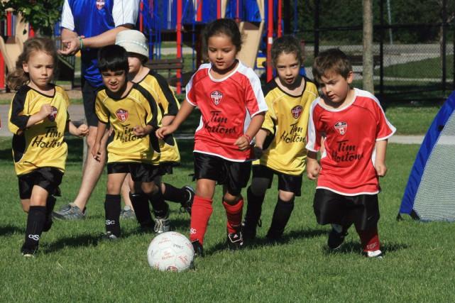 La recherche démontre que les enfants qui s'investissent... (Photo archives La Presse Canadienne)