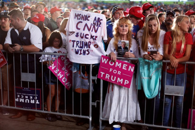 Des supporters de Donald Trump se sont réunis... (PHOTO REUTERS)