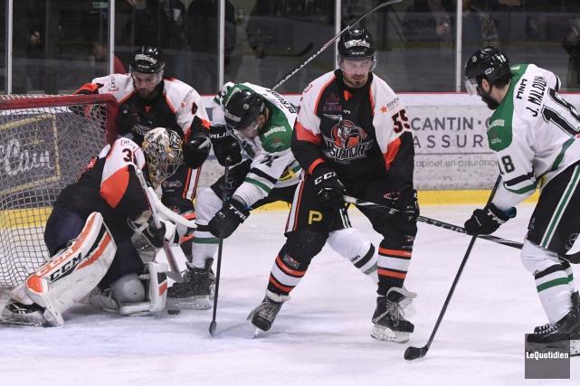 Richard Martel a réuni ses joueurs du Saguenay-Lac-Saint-Jean,... (Archives Le Quotidien, Michel Tremblay)