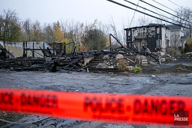 L'incendie a endommagé ou détruit plusieurs bâtiments sur... (PHOTO DAVID BOILY, LA PRESSE)