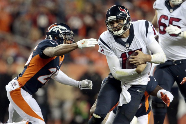 Le quart des Texans de Houston Brock Osweiler... (Photo Joe Mahoney, AP)