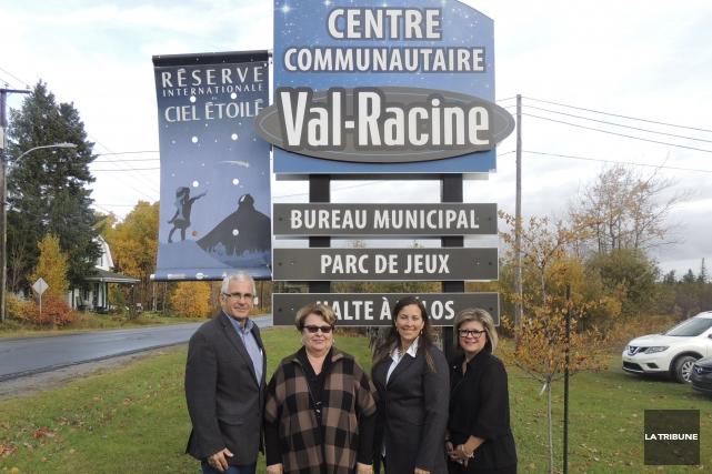 La municipalité de Val-Racine a inauguré de nouvelles... (La Tribune, Ronald Martel)