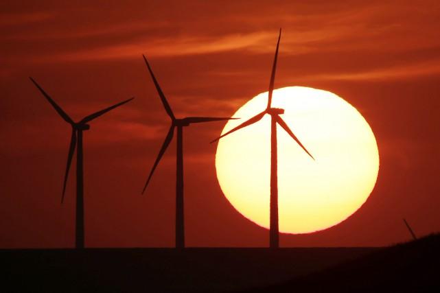 Pour expliquer l'accélération attendue de la transition énergétique... (photo Charlie Riedel, archives AP)