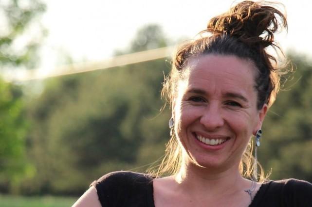 L'agente de migration Sophie Bouchard...