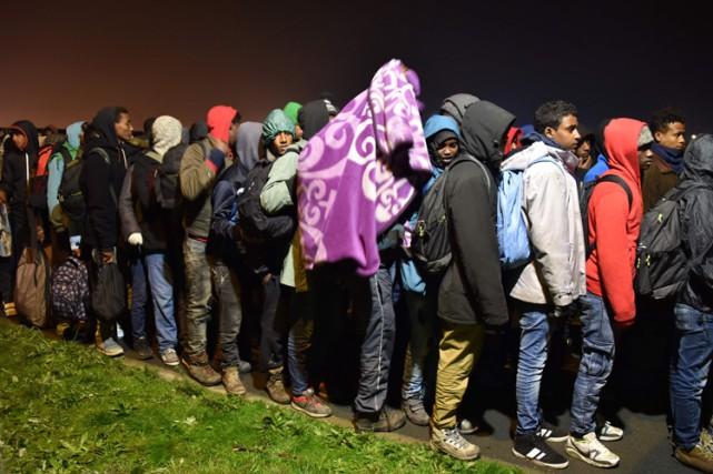 En deux jours, 3242 majeurs ont quitté le... (PHOTO AFP)