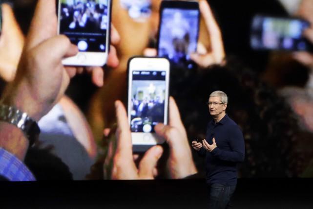 La perte de vitesse du iPhone, qui avant... (AP, Marcio Jose Sanchez)