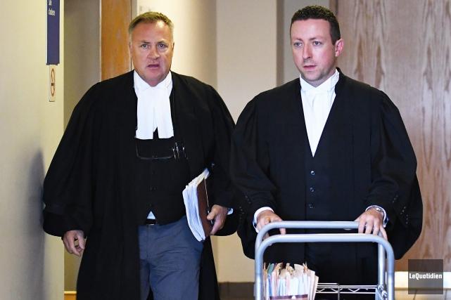 Me Jean-Marc Fradette, en défense, et Me Michael... (Archives Le Quotidien, Rocket Lavoie)