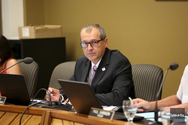 Directeur général par intérim, Éric Racine sera candidat... (Archives La Voix de l'Est)