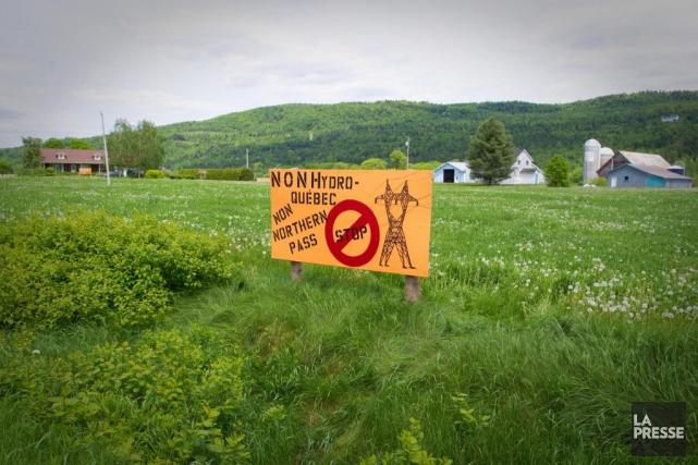 Côté québécois, la nouvelle ligne de haute tension... (PHOTO ANDRÉ PICHETTE, ARCHIVES LA PRESSE)