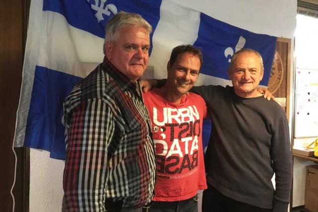 Deux représentants du Club de curling Kénogami, Pierre... (Photo courtoisie)
