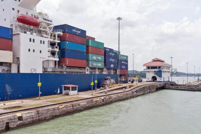 Un cargo de Maris en escale au Panama.... (Photo tirée du site Freighter Cruises)