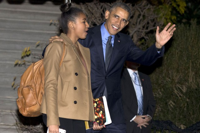 Barack Obama et sa fille cadette Sasha.... (Photo archives AP, Carolyn Kaster)