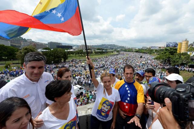 Lilian Tintori, la femme de l'opposant emprisonné Leopoldo... (photo Federico PARRA, AFP)