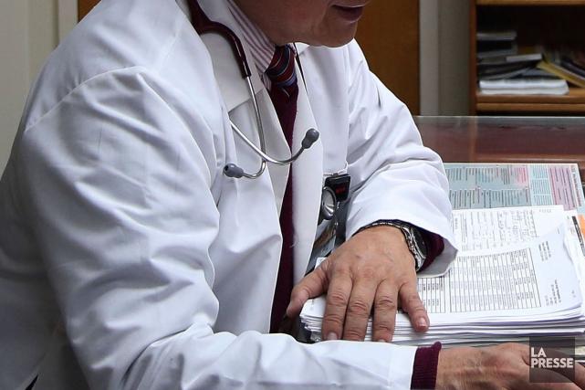 Le Dr Steven Monette de Coaticook vient d'être radié pour six mois par le... (Archives La Presse)