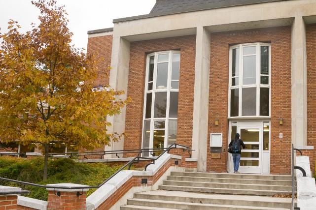 La bibliothèque de l'Université Bishop's doit faire l'objet... (Spectre Média, Marie-Lou Béland)
