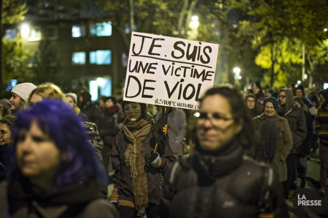 Les messages inscrits sur les pancartes des protestataires... (PHOTO OLIVIER JEAN, LA PRESSE)