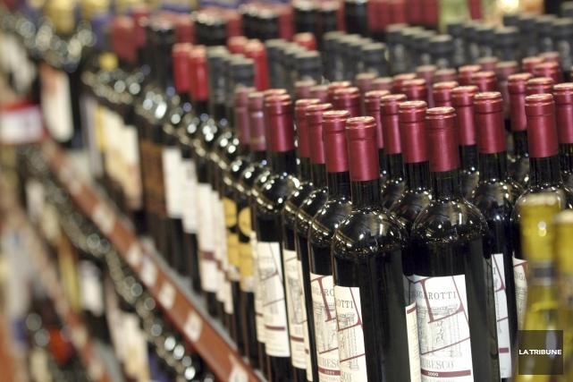 La Société des alcools du Québec (SAQ) réduira... (Archives La Tribune)