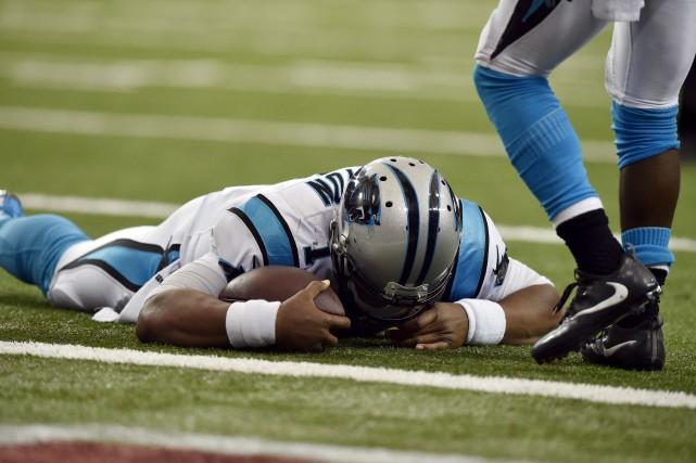 Le quart-arrière des Panthers de la Caroline Cam... (AP)
