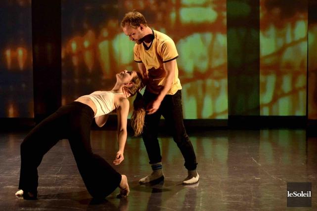Le duo amoureux incarné par les danseurs bourrés... (Le Soleil, Yan Doublet)