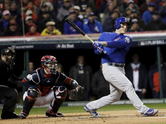 Anthony Rizzo a donné le ton au match... (The Associated Press, DAvid J Phillip)