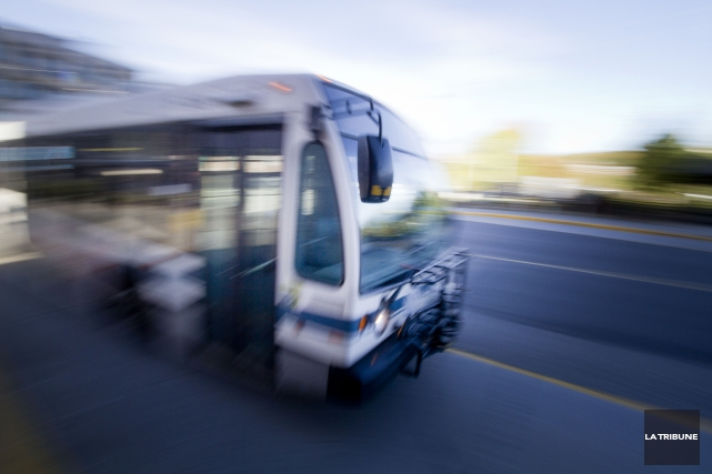 La Société de transport de Sherbrooke (STS) reçoit une aide financière de 980... (Archives La Tribune, René Marquis)