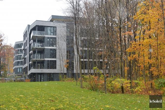 L'immeuble Woodfield Sillery se dresse sur une portion... (Le Soleil, Jean-Marie Villeneuve)