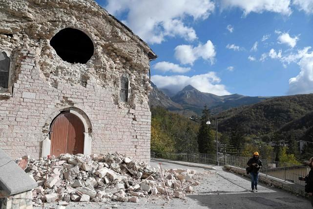 Une église d'Ussita, dans le centre de l'Italie,... (PHOTO TIZIANA FABI, AFP)