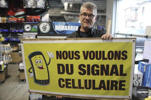 Dany Morin est président du comité «Le cellulaire... (Photo Le Quotidien, Isabelle Tremblay)