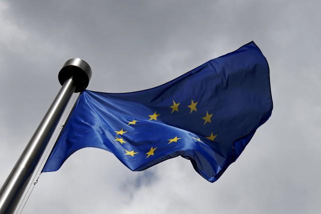 Les 28 États membres de l'Union européenne ont officiellement adopté vendredi... (PHOTO ARCHIVES REUTERS)