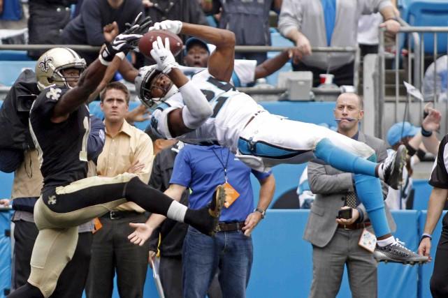 Cette saison, les Panthers s'ennuient du demi de... (Archives AP, Bob Leverone)