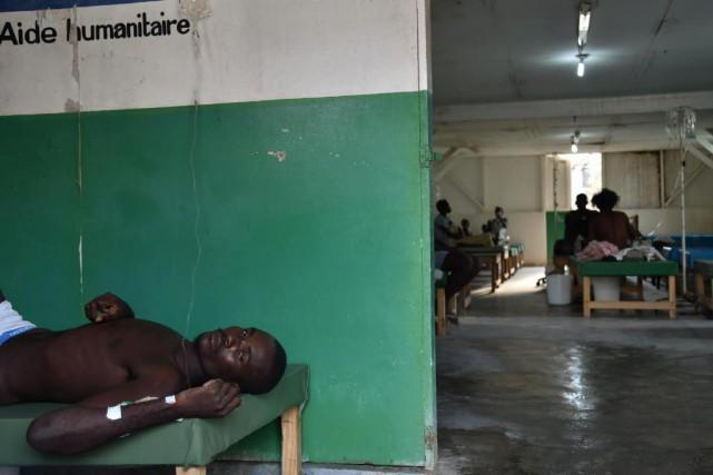 La semaine dernière, un homme présentant des symptômes... (PHOTO HECTOR RETAMAL, ARCHIVES AGENCE FRANCE-PRESSE)