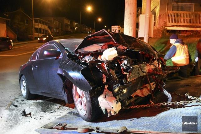 Deux conducteurs se sont tirés presque indemnes d'une violente collision... (Photo Le Quotidien, Rocket Lavoie)