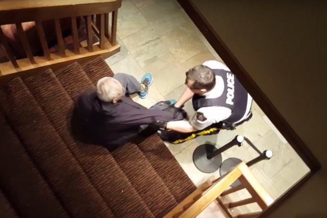 Un corps policier indépendant a été chargé d'enquêter sur l'arrestation par des... (Image tirée d'une vidéo)