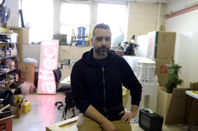 L'artiste saguenéen Mathieu Valade a assisté, jeudi, au... (Photo Le Progrès-Dimanche, Jeannot Lévesque)