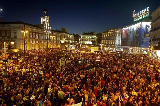 Des milliers de protestataires se sont rassemblées en... (AP, Francisco Seco)