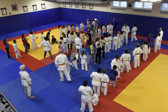 Quelque 80 jeunes et une quinzaine d'entraîneurs ont... (Photo Le Progrès-Dimanche, Rocket Lavoie)